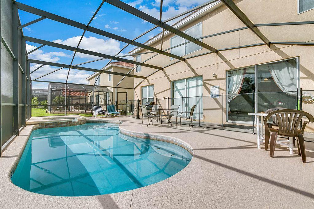 Luxusní vila 5 ložnic, s bazénem nedaleko Orlanda