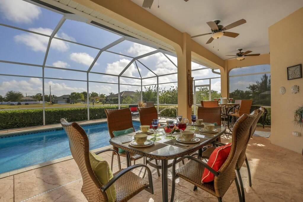 Nízkopodlažní bungalov s bazénem a molem